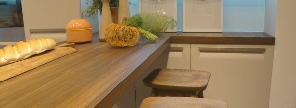 Wyspa w kuchni w małym i dużym pomieszczeniu na wymiar