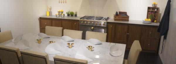 Jadalnia w kuchni o niestandardowym wymiarze? 8 kuchennych aranżacji na wymiar mieszkania